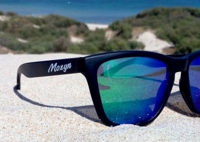 Gafas de soll negro lente espejada verde Punta Paloma Tarifa